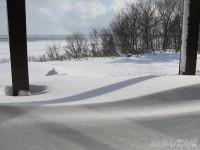 ベランダにたまった雪