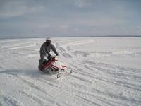 広大な雪原を走る