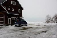 雪が溶けてビショビショ