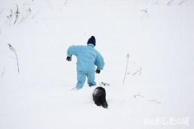 雪の中の行進