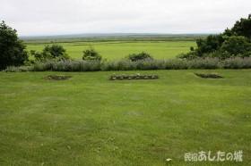 芝生と原野方面