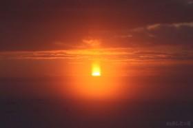 太陽が出るとまぶしくなって…