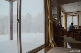 窓一枚を隔てて