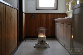 洗面所にストーブ