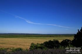 サロベツ原野と飛行機雲