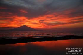 空も海辺も赤い!