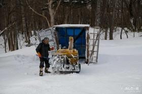 除雪機を出す