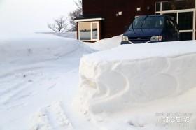 原因はこの雪壁
