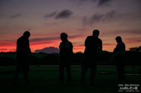 庭から見る夕焼け