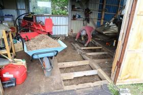 床下の土を除去02